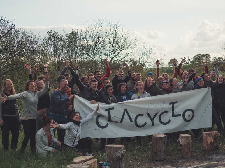 photo de groupe sur la Clacyclo - photo Alexandre Leroy